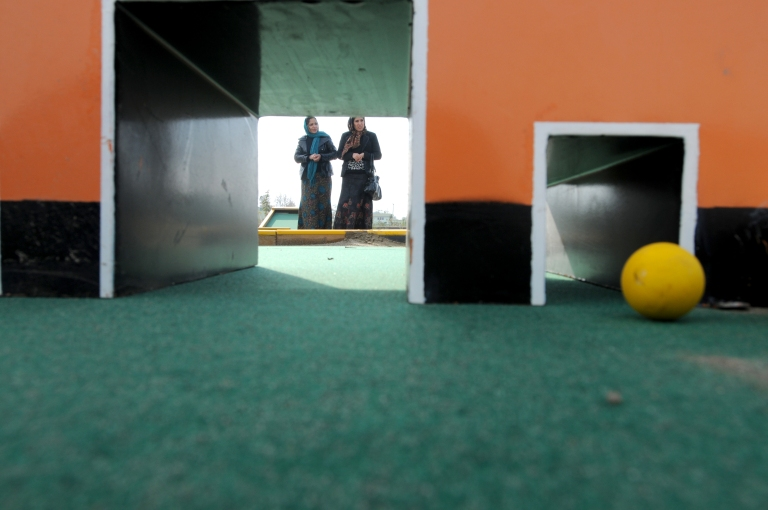 The head of Women's Affairs in Mazar-e-Sharif learns to mini golf.
